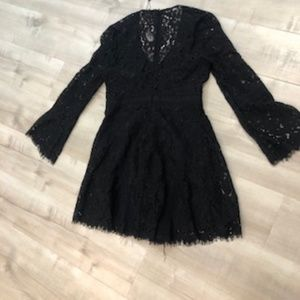 Bardot Dresses - Bardot Bellbottom Sleeve Dress